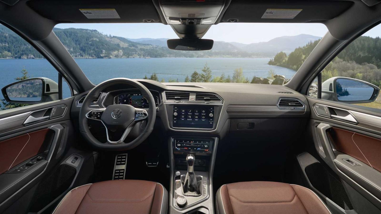 Volkswagen Tiguan 2022 mới bổ sung thêm nhiều tính năng, công nghệ tiêu chuẩn.