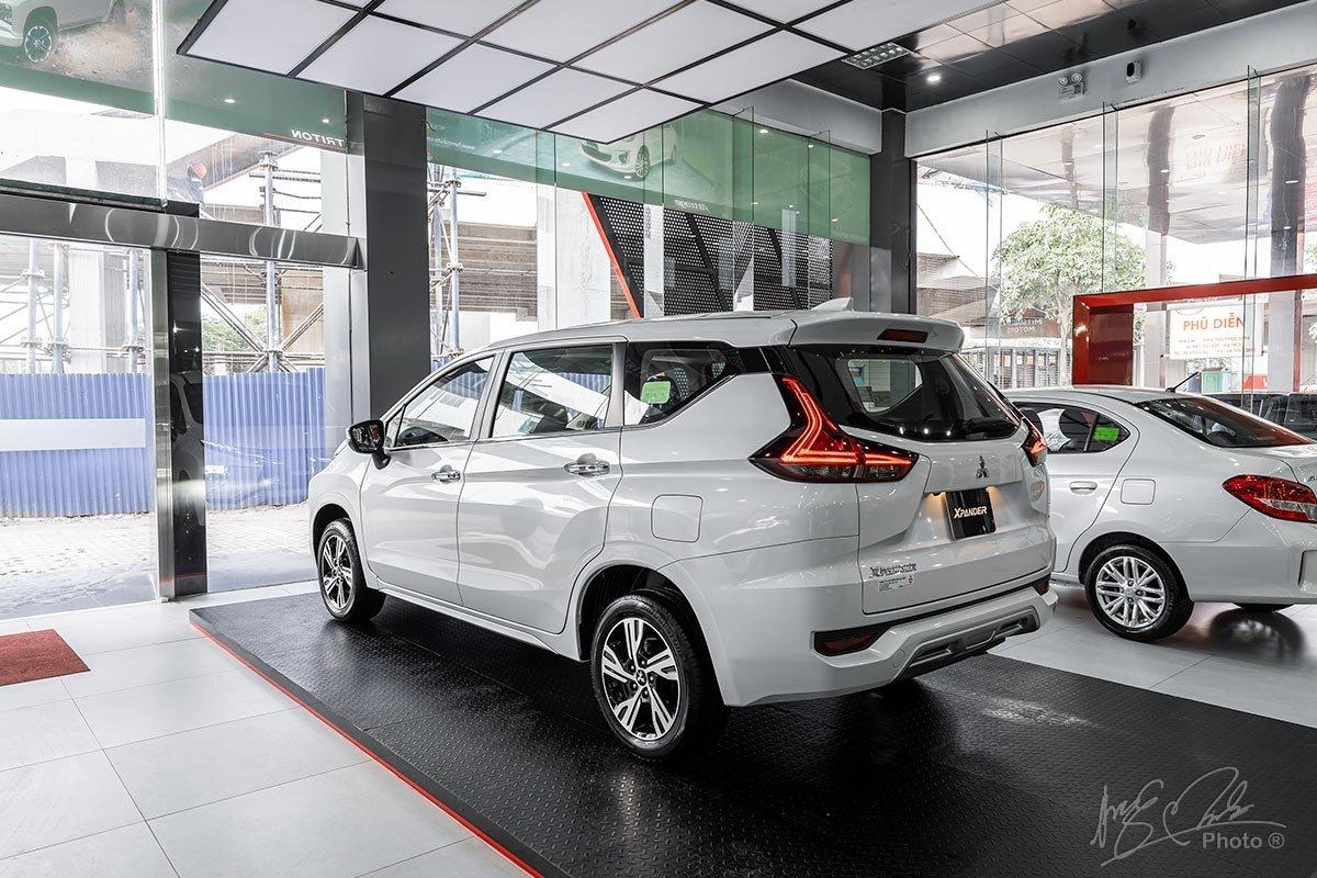Mitsubishi Xpandercó bán kính vòng quay tối thiểuchỉ 5,2m nên việc xoay trở 1