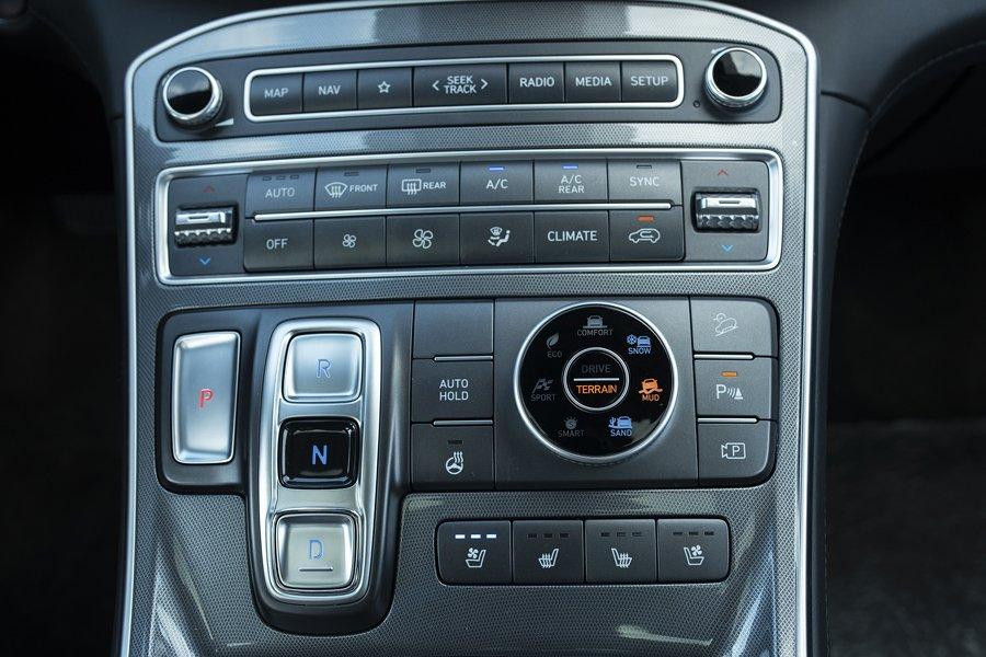Soi những điểm nhấn đặc biệt trên Hyundai Santa Fe 2021 a10