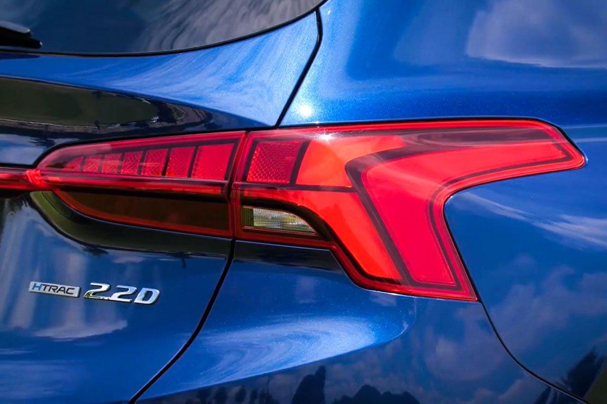 Chốt giá 1,340 tỷ đồng, Hyundai Santa Fe 2021 Dầu cao cấp có gì để cạnh tranh với Kia Sorento? a10