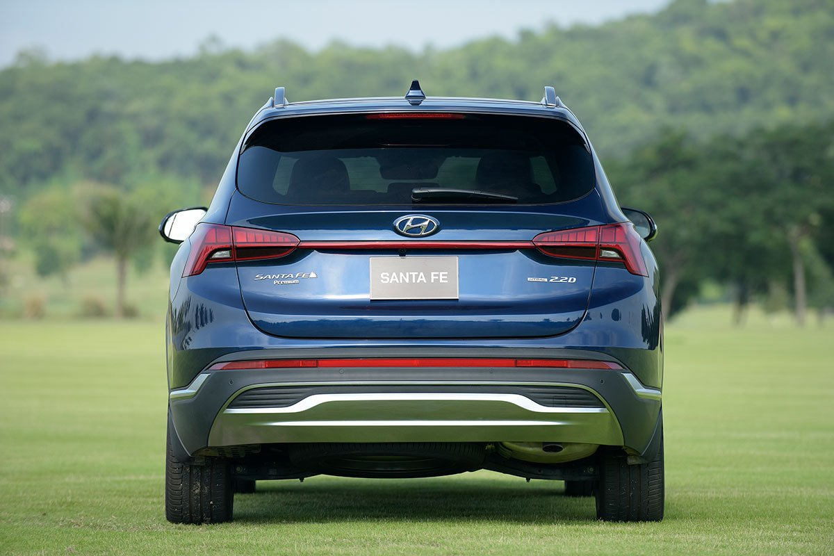Chốt giá 1,340 tỷ đồng, Hyundai Santa Fe 2021 Dầu cao cấp có gì để cạnh tranh với Kia Sorento? a9