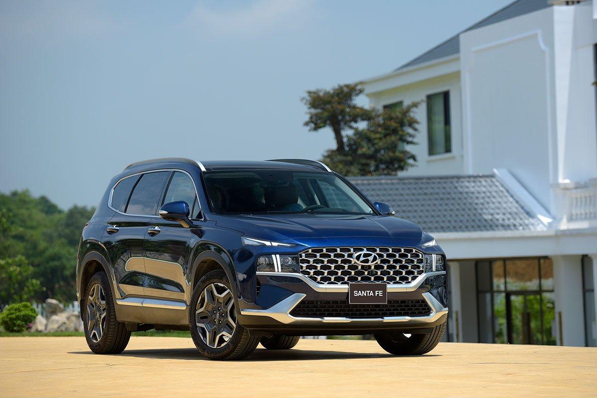 Chốt giá 1,340 tỷ đồng, Hyundai Santa Fe 2021 Dầu cao cấp có gì để cạnh tranh với Kia Sorento? a3