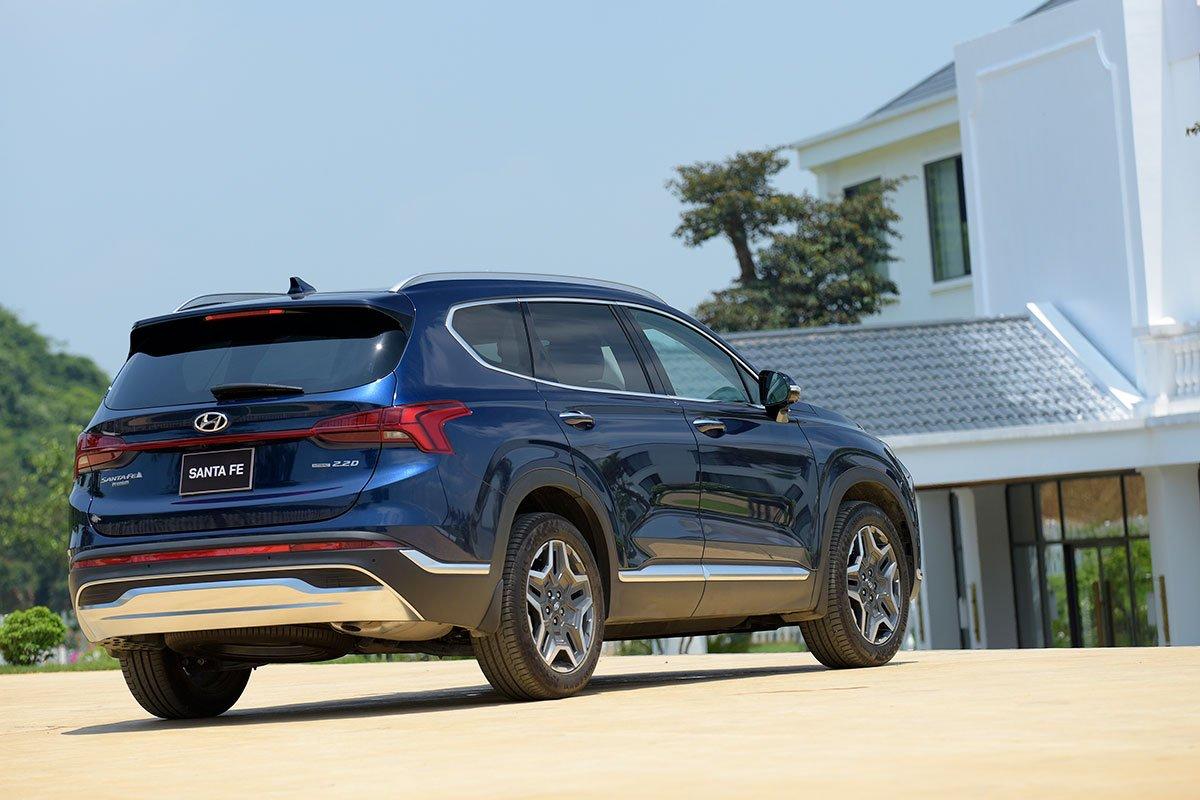 Chốt giá 1,340 tỷ đồng, Hyundai Santa Fe 2021 Dầu cao cấp có gì để cạnh tranh với Kia Sorento? a7