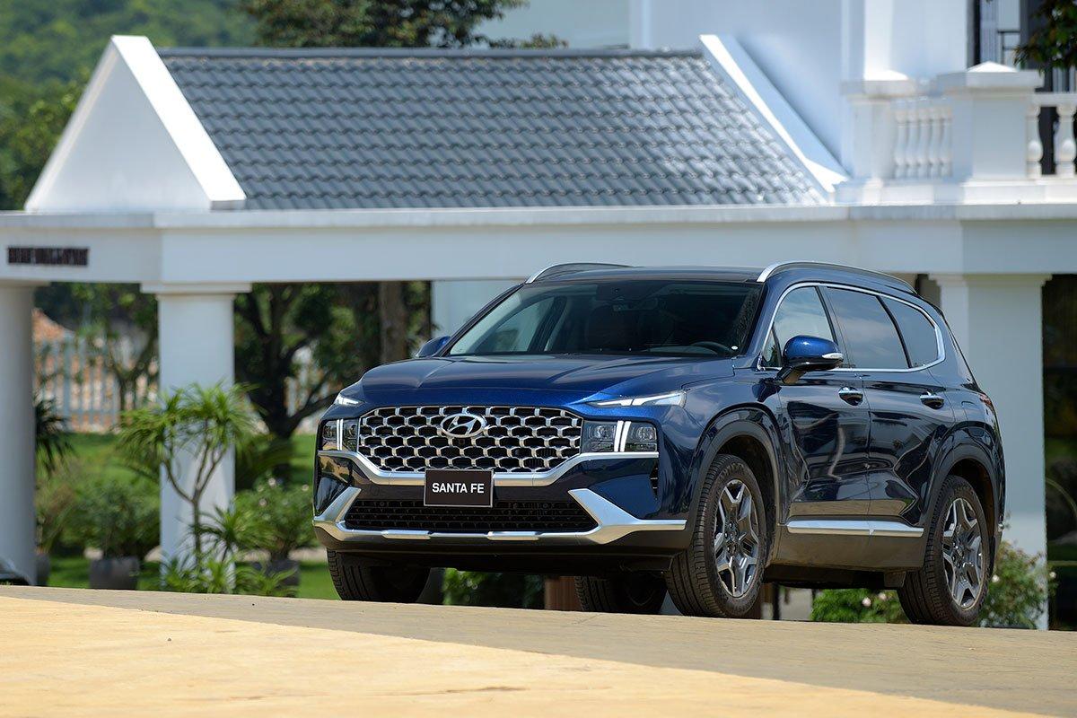 Chốt giá 1,340 tỷ đồng, Hyundai Santa Fe 2021 Dầu cao cấp có gì để cạnh tranh với Kia Sorento? a4
