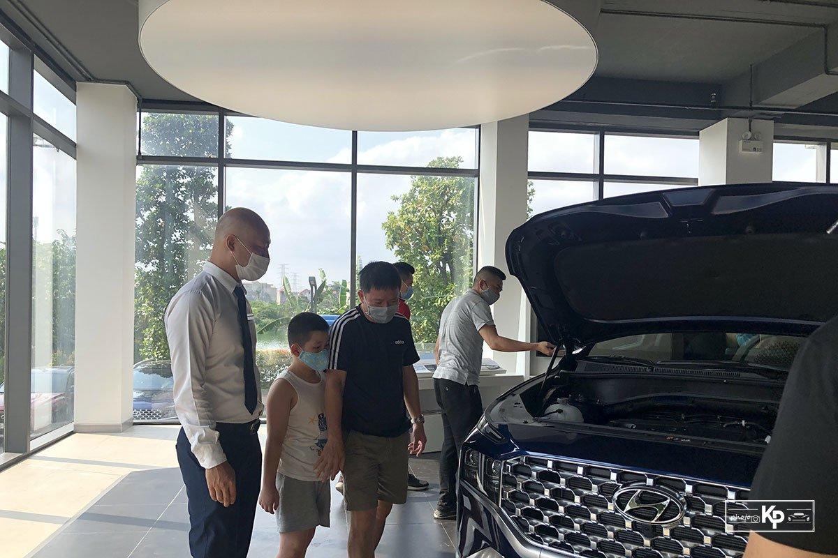 """Hyundai Santa Fe 2021 về đại lý, khách kéo đến """"sờ"""" đông kín, chốt đơn liên tục khi được lái thử a6"""