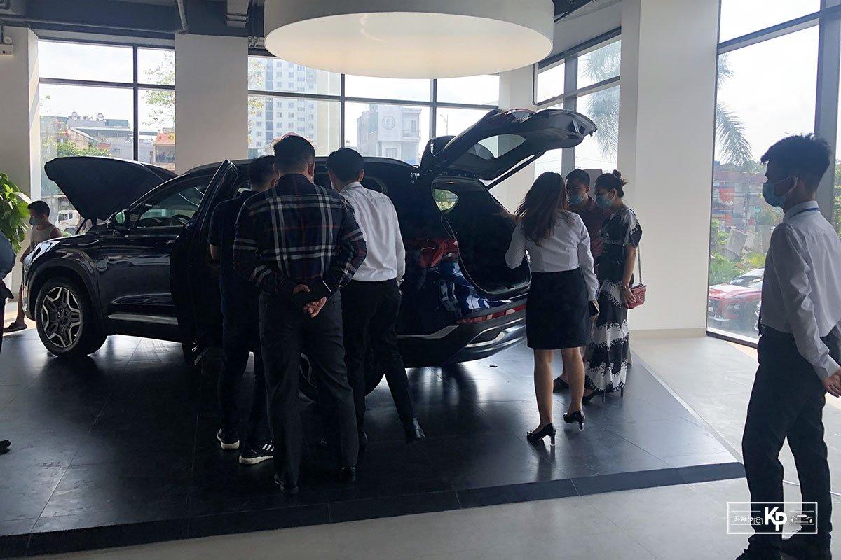 """Hyundai Santa Fe 2021 về đại lý, khách kéo đến """"sờ"""" đông kín, chốt đơn liên tục khi được lái thử a1"""