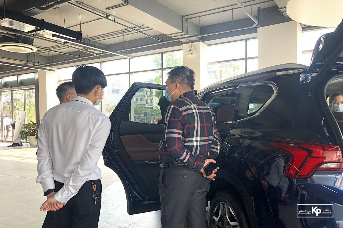 """Hyundai Santa Fe 2021 về đại lý, khách kéo đến """"sờ"""" đông kín, chốt đơn liên tục khi được lái thử a3"""