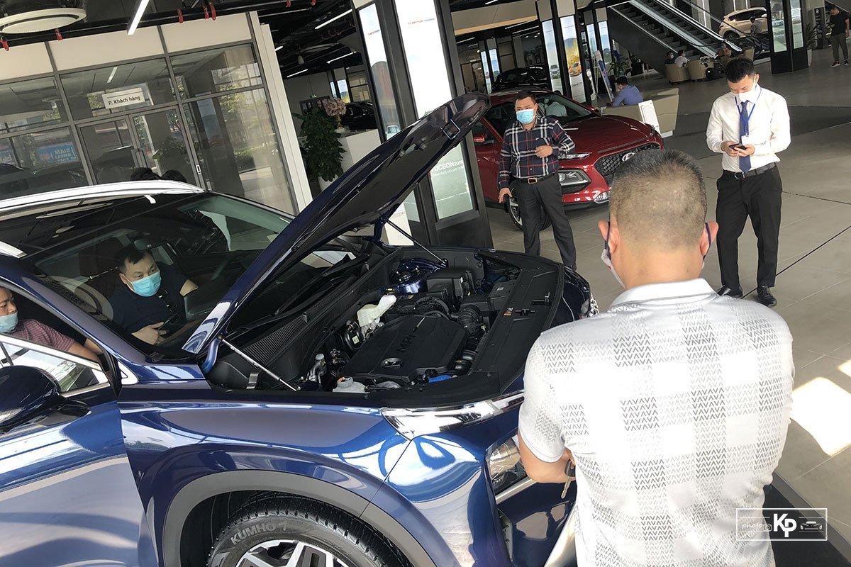 """Hyundai Santa Fe 2021 về đại lý, khách kéo đến """"sờ"""" đông kín, chốt đơn liên tục khi được lái thử a2"""