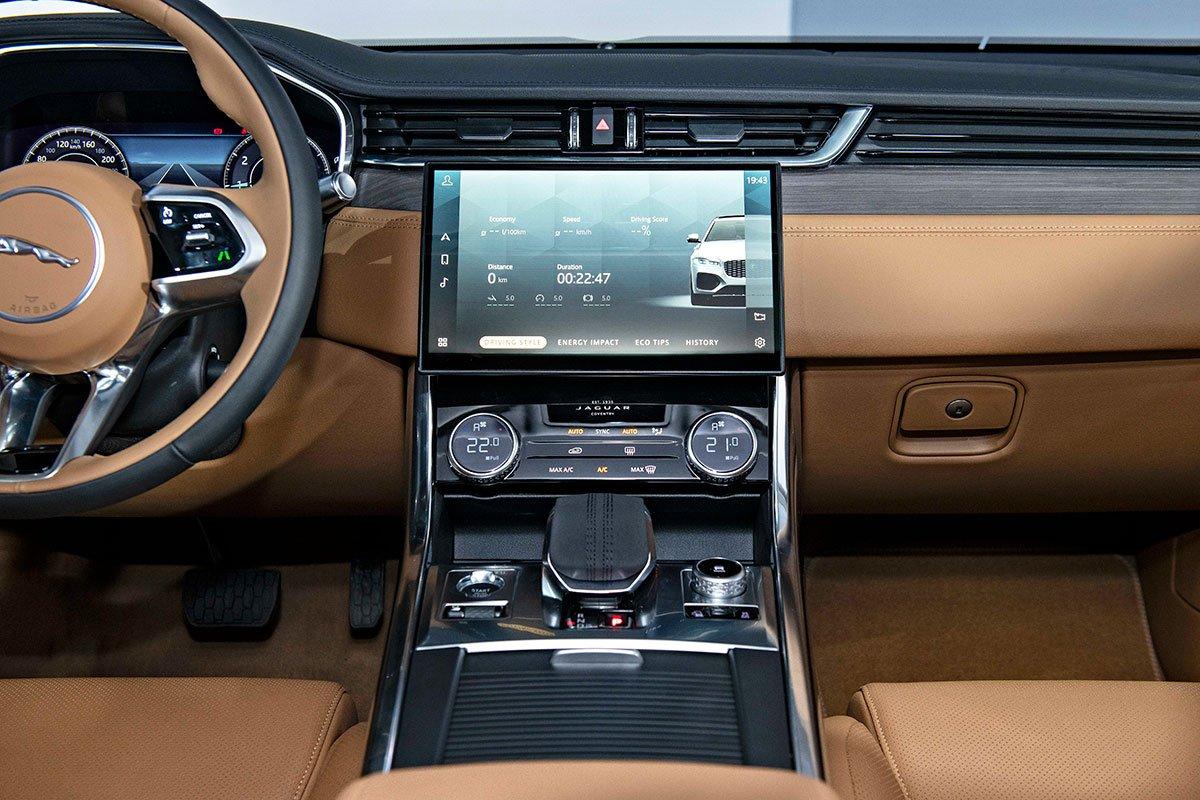 Jaguar XF và Jaguar F-Pace 2021 ra mắt, sẵn sàng đến tay khách hàng Việt a8