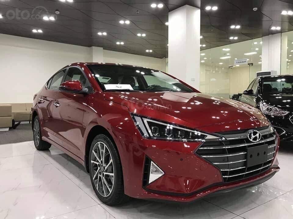 Hyundai Elantraxếp thứ 2 trong phân khúc khi giao đến tay khách hàng 209 xe 1