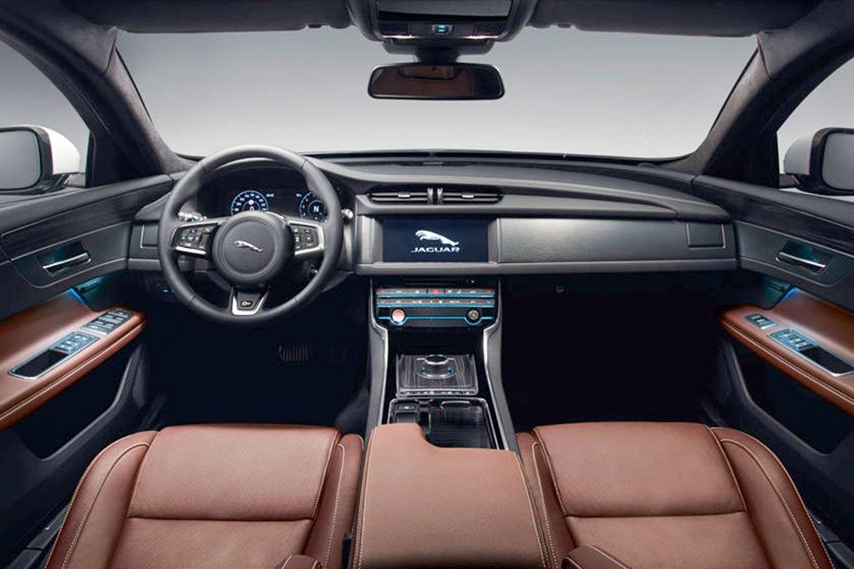 Nội thất Jaguar XF 2020.