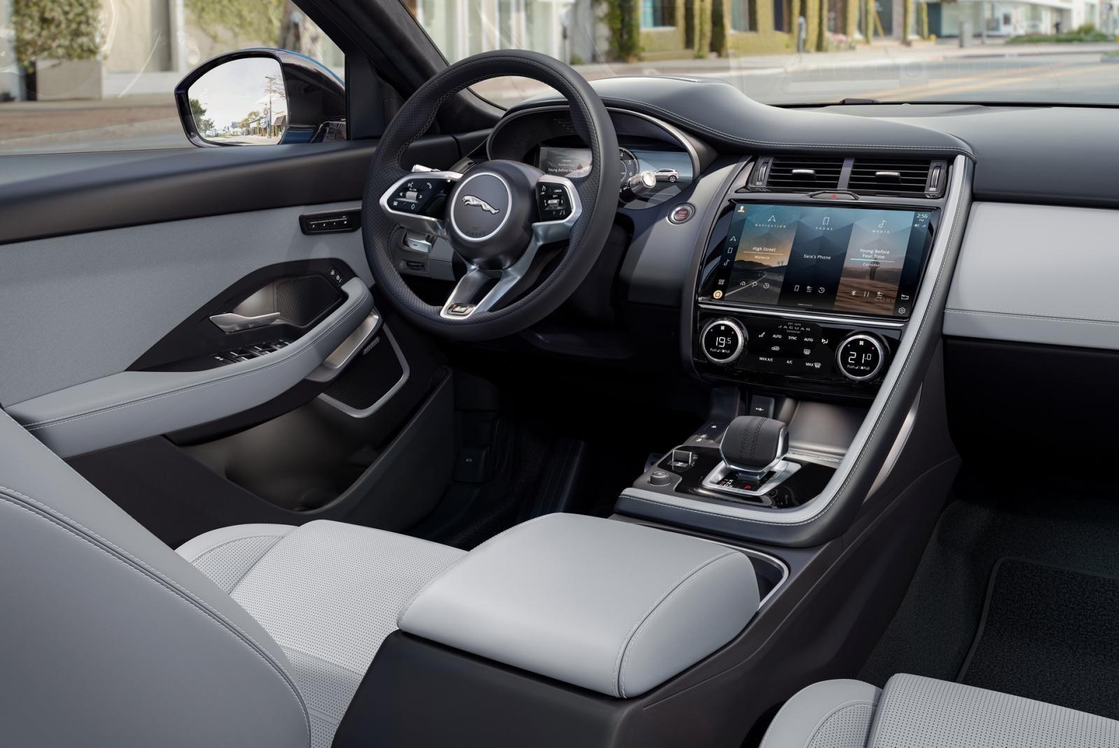 Jaguar E-Pace 2021 R-Dynamic Black Edition sang trọng, tối tân và tiện nghi.