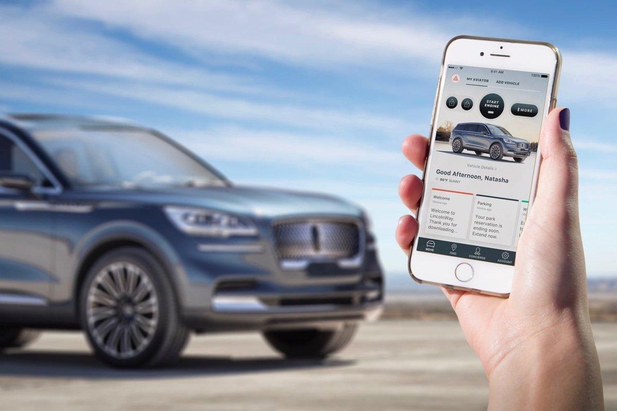 Chỉ với smartphone khách hàng có thể điều khiển xe từ xa.