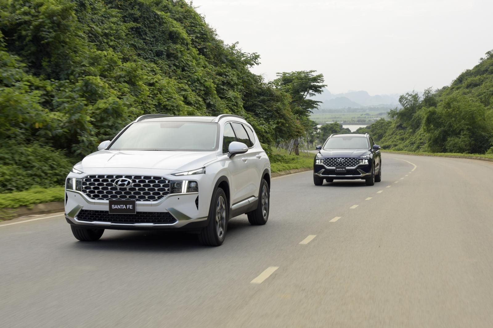 Hyundai Santa Fe 2021 được trang bịgói công nghệ an toàn Smart Sense 1