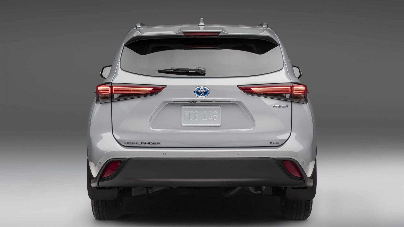 Toyota Highlander 2022 Bronze Edition hiện đại, mạnh mẽ và đầy đủ tiện nghi.