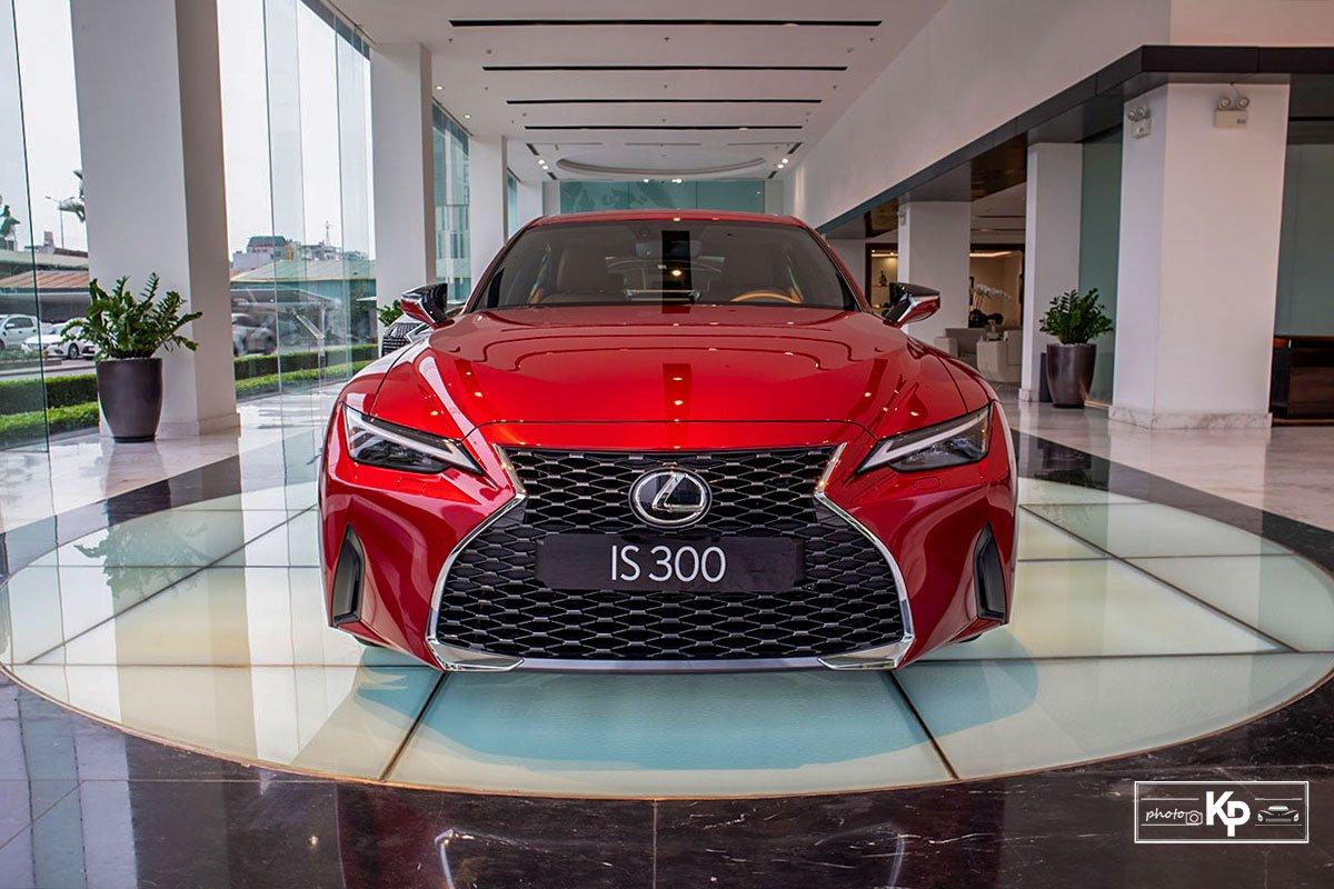 đầu xe Lexus IS 2021.