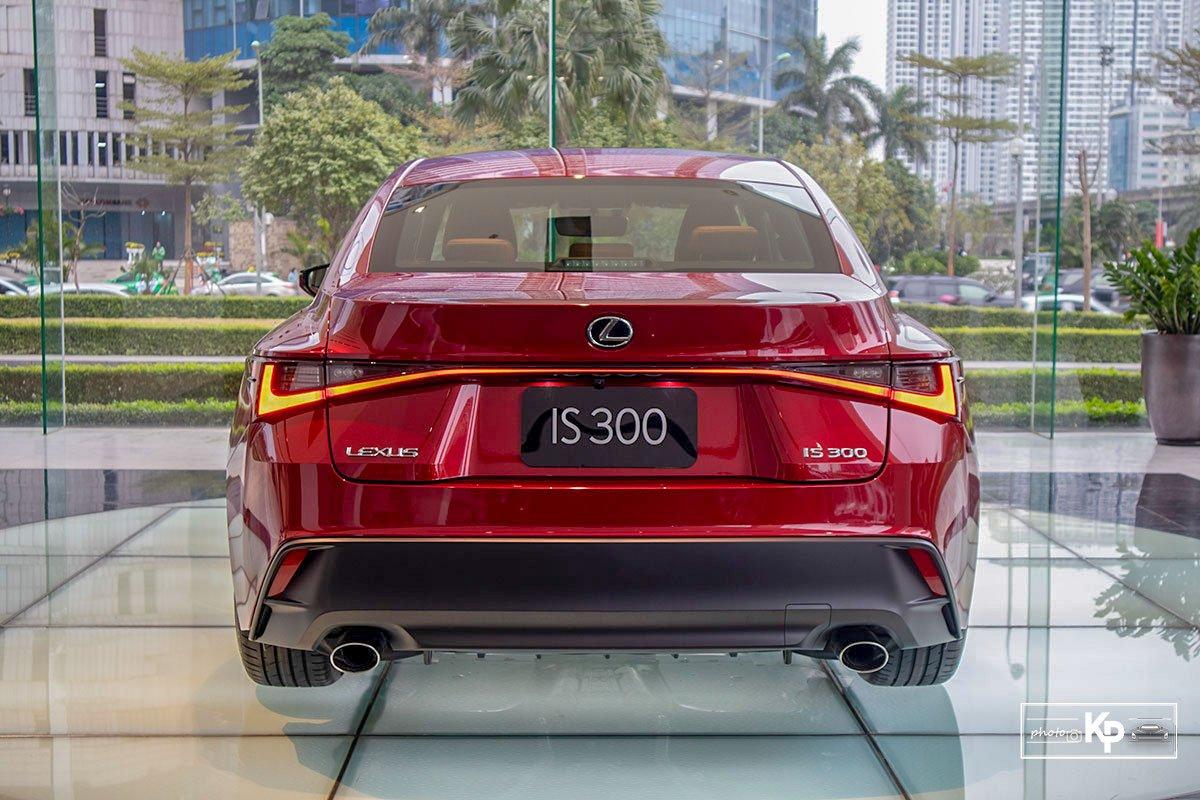 đuôi xe Lexus IS 2021.