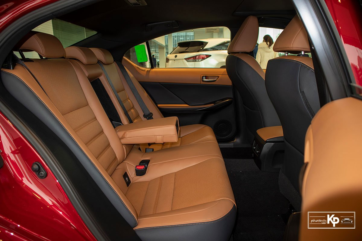 nội thất Lexus IS2.