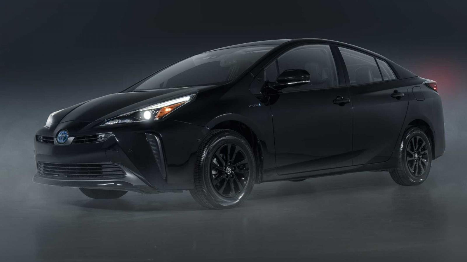 Toyota Prius 2022 Nightshade ấn tượng, bắt mắt và hầm hố.