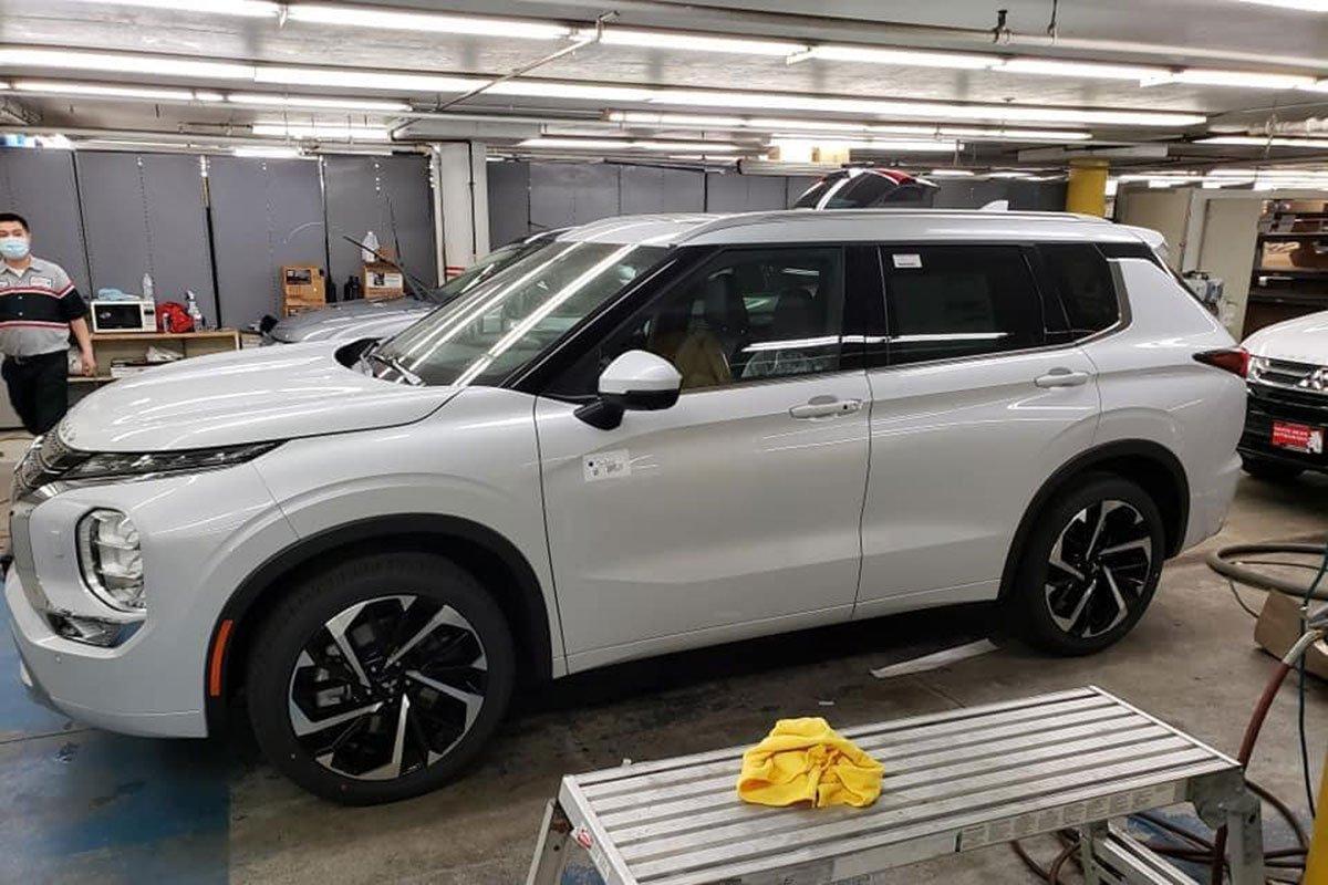 Ảnh thực tế Mitsubishi Outlander thế hệ mới tại đại lý: Quá đẹp, thay đổi đáng giá để thách thức CR-V, CX-5 a3