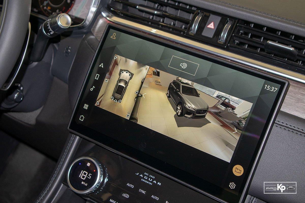 Màn hình giải trí trên xe Jaguar F-Pace 2021.