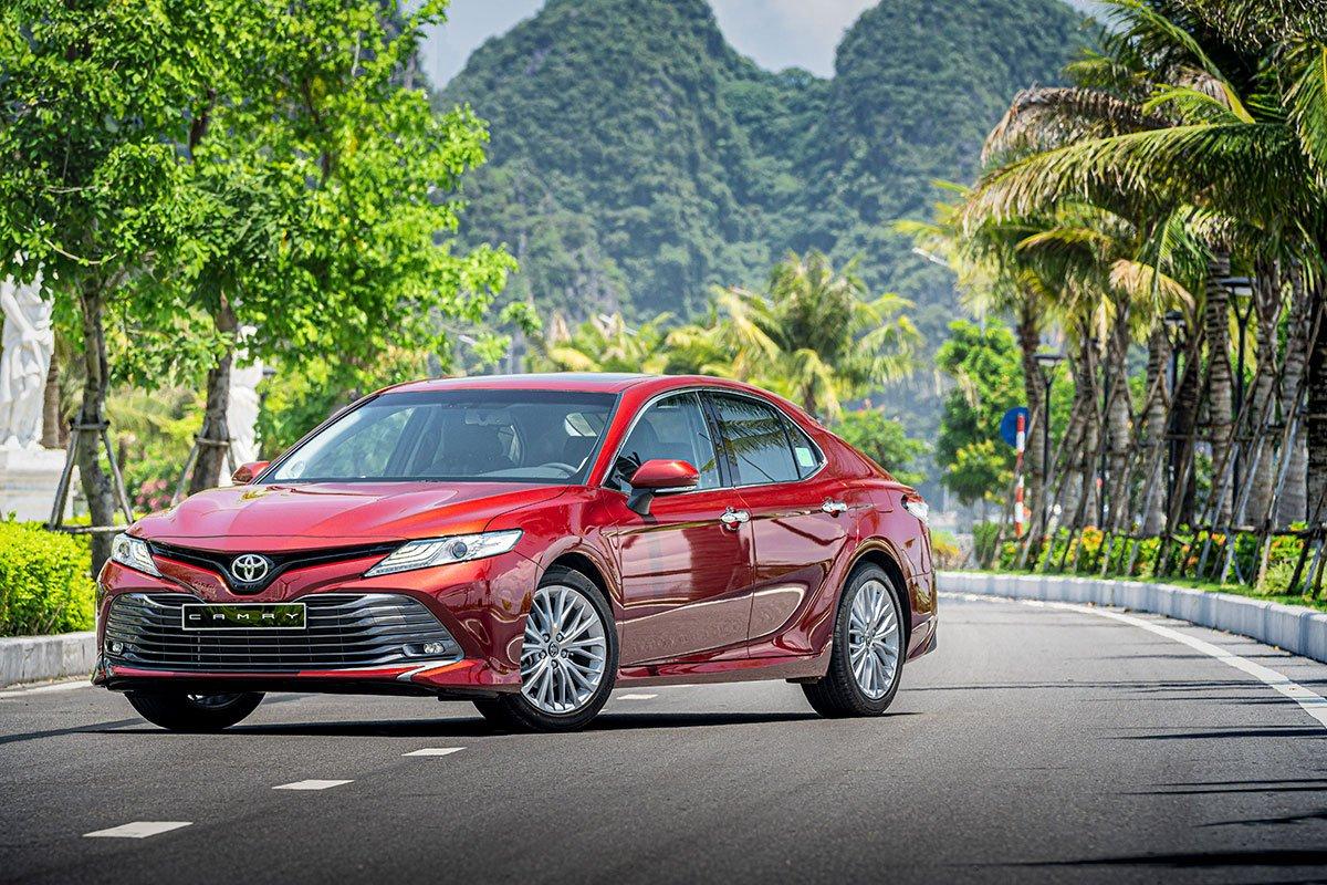 Giá xe Toyota Camry cập nhật mới.