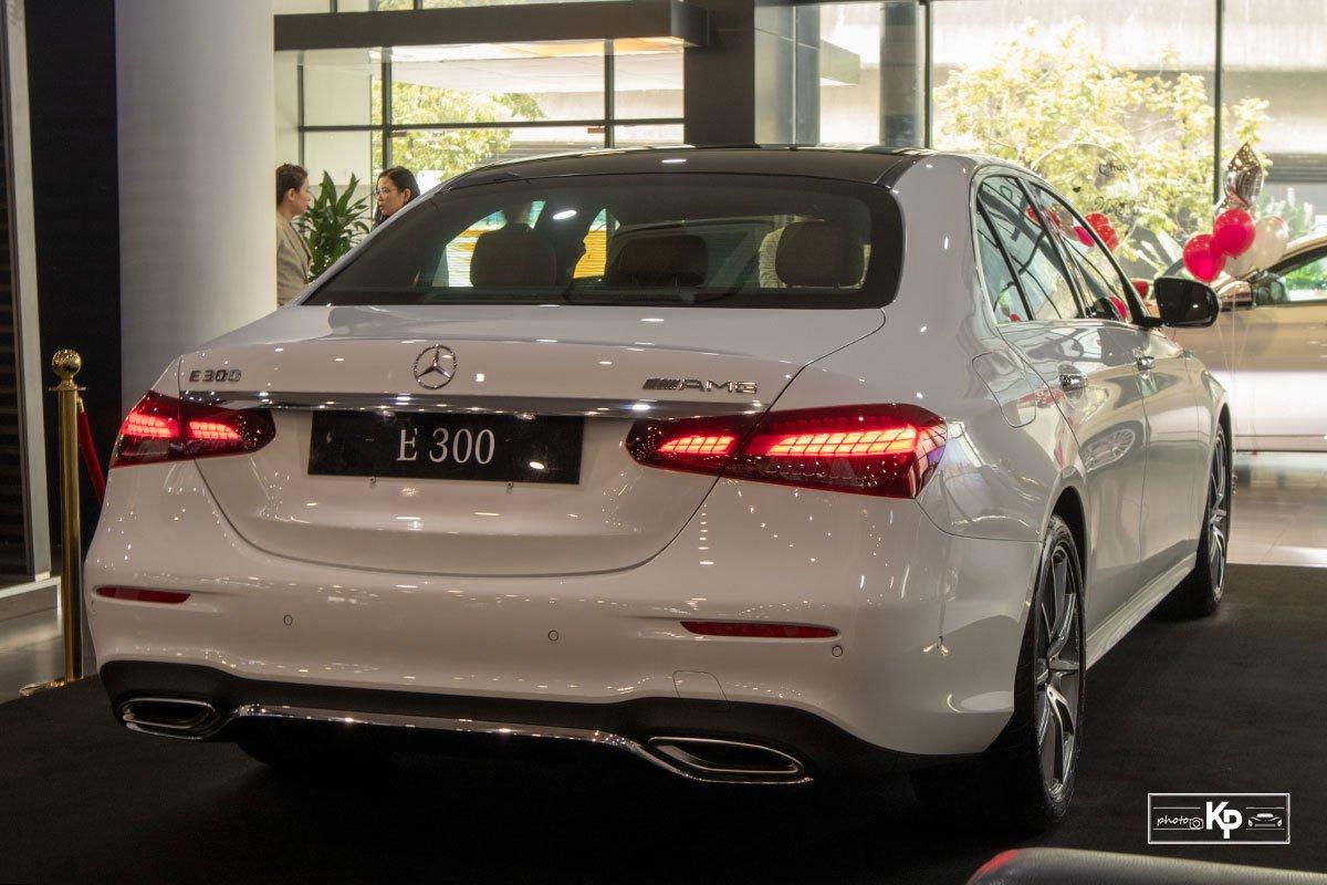 Rẻ hơn BMW 530i M-Sport 300 triệu đồng, Mercedes-Benz E300 AMG 2021 có gì hấp dẫn? a115
