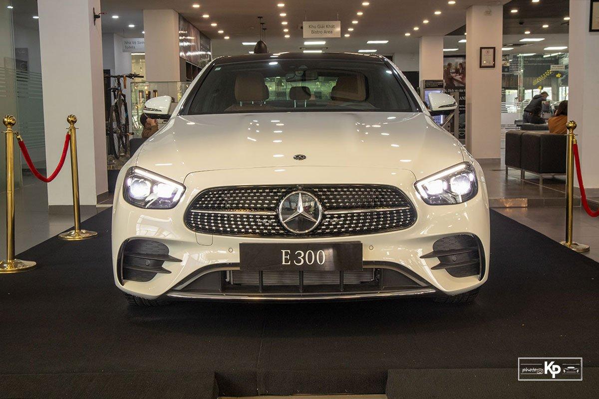 Rẻ hơn BMW 530i M-Sport 300 triệu đồng, Mercedes-Benz E300 AMG 2021 có gì hấp dẫn? a7
