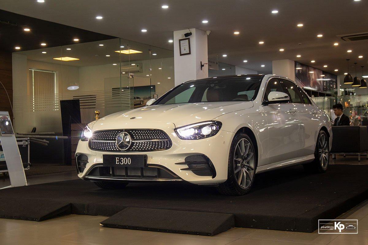 Rẻ hơn BMW 530i M-Sport 300 triệu đồng, Mercedes-Benz E300 AMG 2021 có gì hấp dẫn? a6