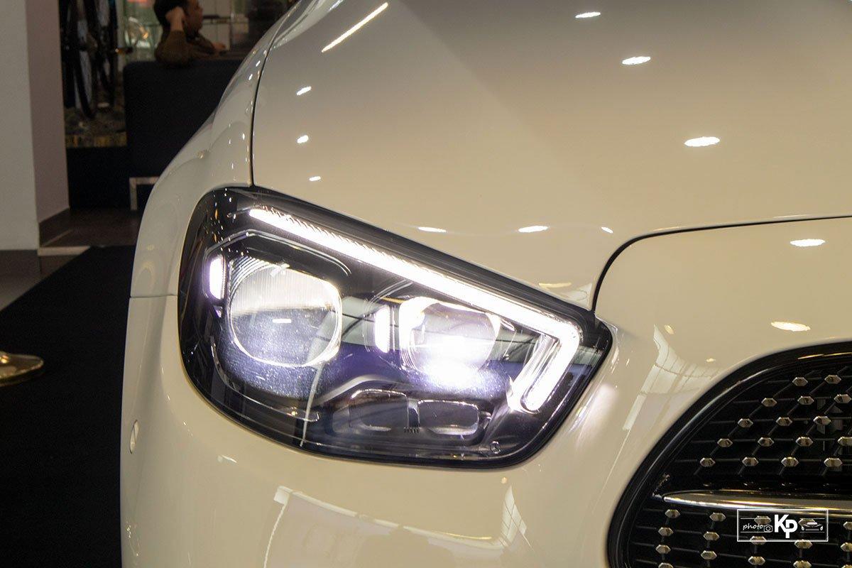 Rẻ hơn BMW 530i M-Sport 300 triệu đồng, Mercedes-Benz E300 AMG 2021 có gì hấp dẫn? a2
