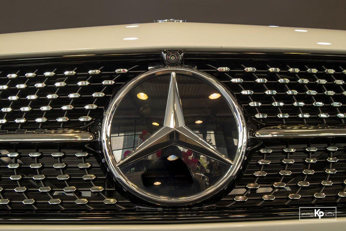 Rẻ hơn BMW 530i M-Sport 300 triệu đồng, Mercedes-Benz E300 AMG 2021 có gì hấp dẫn? a8
