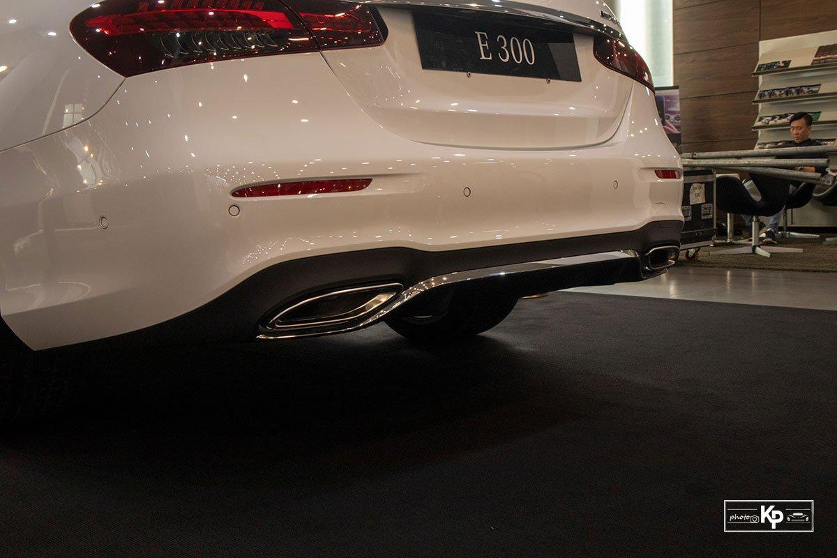 Rẻ hơn BMW 530i M-Sport 300 triệu đồng, Mercedes-Benz E300 AMG 2021 có gì hấp dẫn? a17