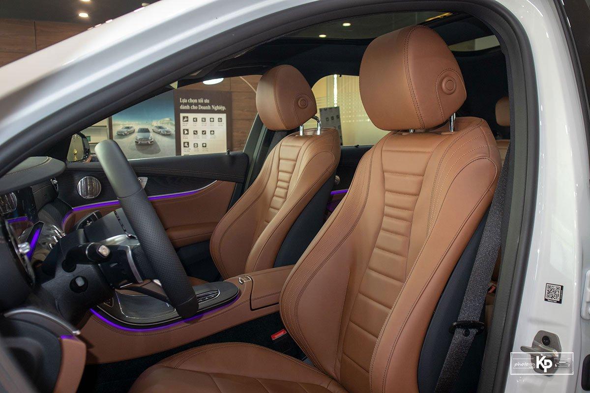 Rẻ hơn BMW 530i M-Sport 300 triệu đồng, Mercedes-Benz E300 AMG 2021 có gì hấp dẫn? a26