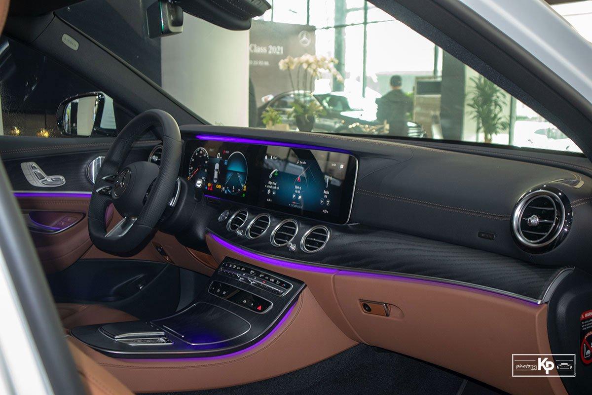 Rẻ hơn BMW 530i M-Sport 300 triệu đồng, Mercedes-Benz E300 AMG 2021 có gì hấp dẫn? a20