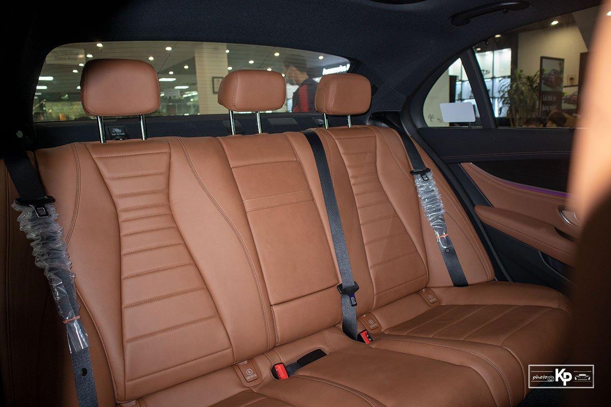 Rẻ hơn BMW 530i M-Sport 300 triệu đồng, Mercedes-Benz E300 AMG 2021 có gì hấp dẫn? a28