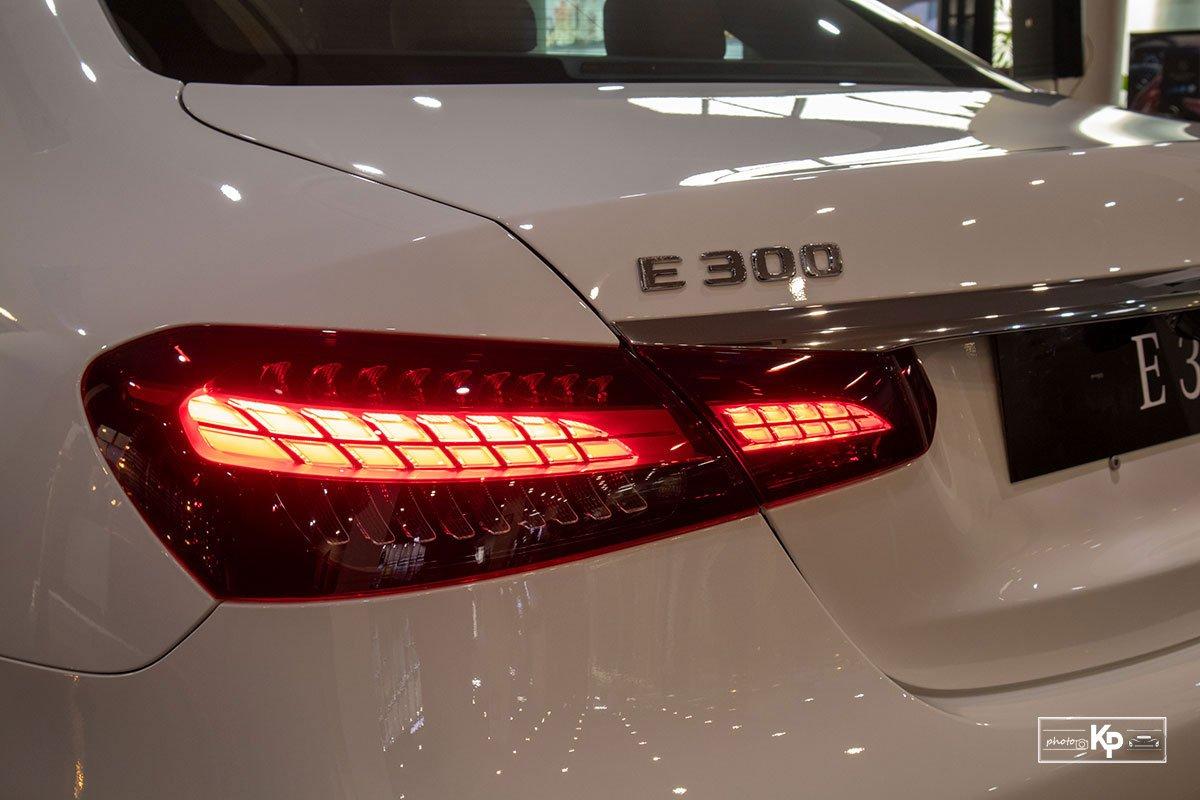 Rẻ hơn BMW 530i M-Sport 300 triệu đồng, Mercedes-Benz E300 AMG 2021 có gì hấp dẫn? a14