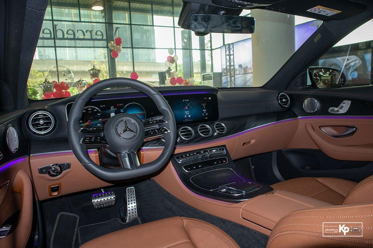 Rẻ hơn BMW 530i M-Sport 300 triệu đồng, Mercedes-Benz E300 AMG 2021 có gì hấp dẫn? a21