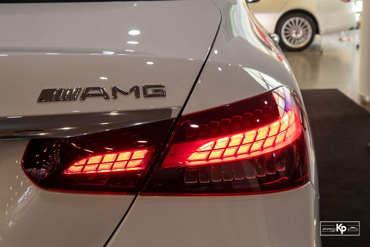 Rẻ hơn BMW 530i M-Sport 300 triệu đồng, Mercedes-Benz E300 AMG 2021 có gì hấp dẫn? a16