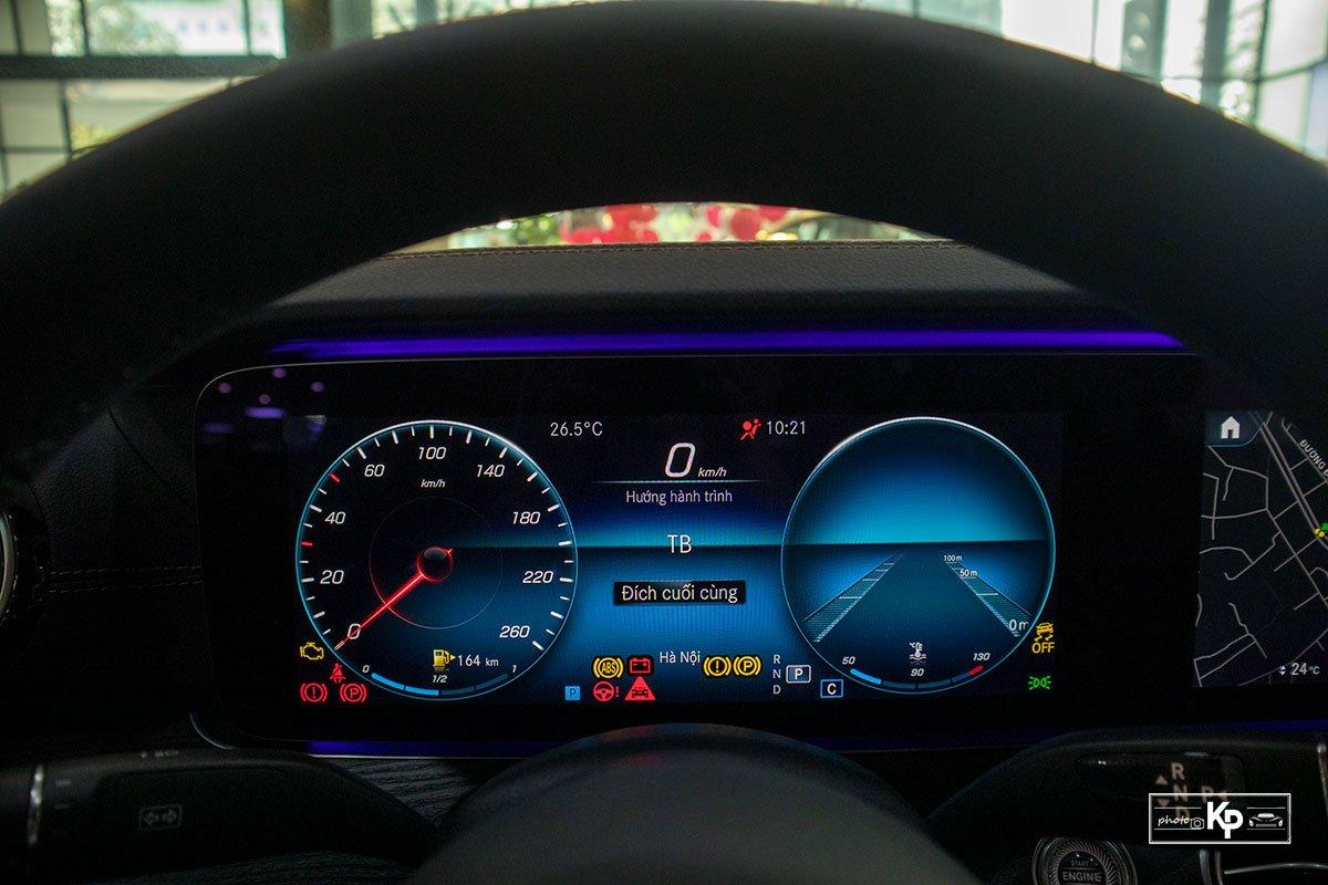 Rẻ hơn BMW 530i M-Sport 300 triệu đồng, Mercedes-Benz E300 AMG 2021 có gì hấp dẫn? a25