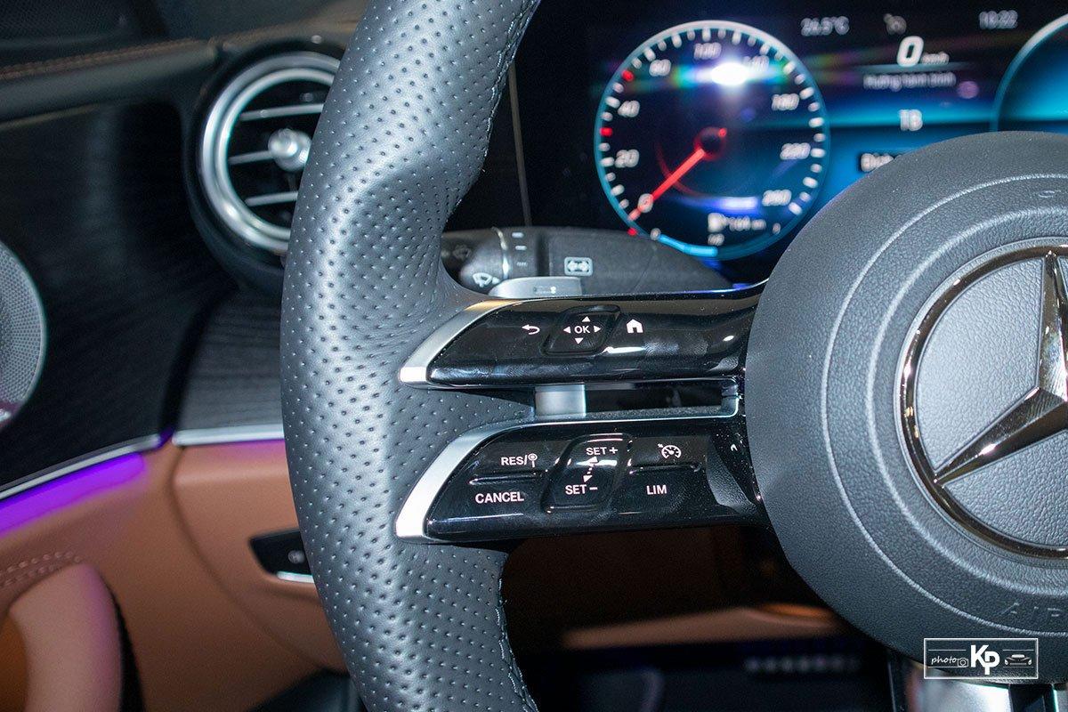 Rẻ hơn BMW 530i M-Sport 300 triệu đồng, Mercedes-Benz E300 AMG 2021 có gì hấp dẫn? a23