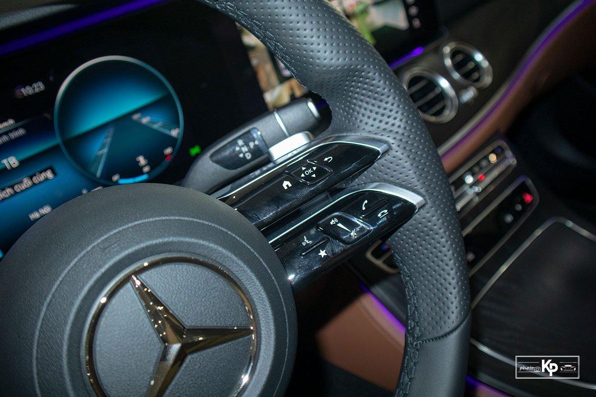 Rẻ hơn BMW 530i M-Sport 300 triệu đồng, Mercedes-Benz E300 AMG 2021 có gì hấp dẫn? a24