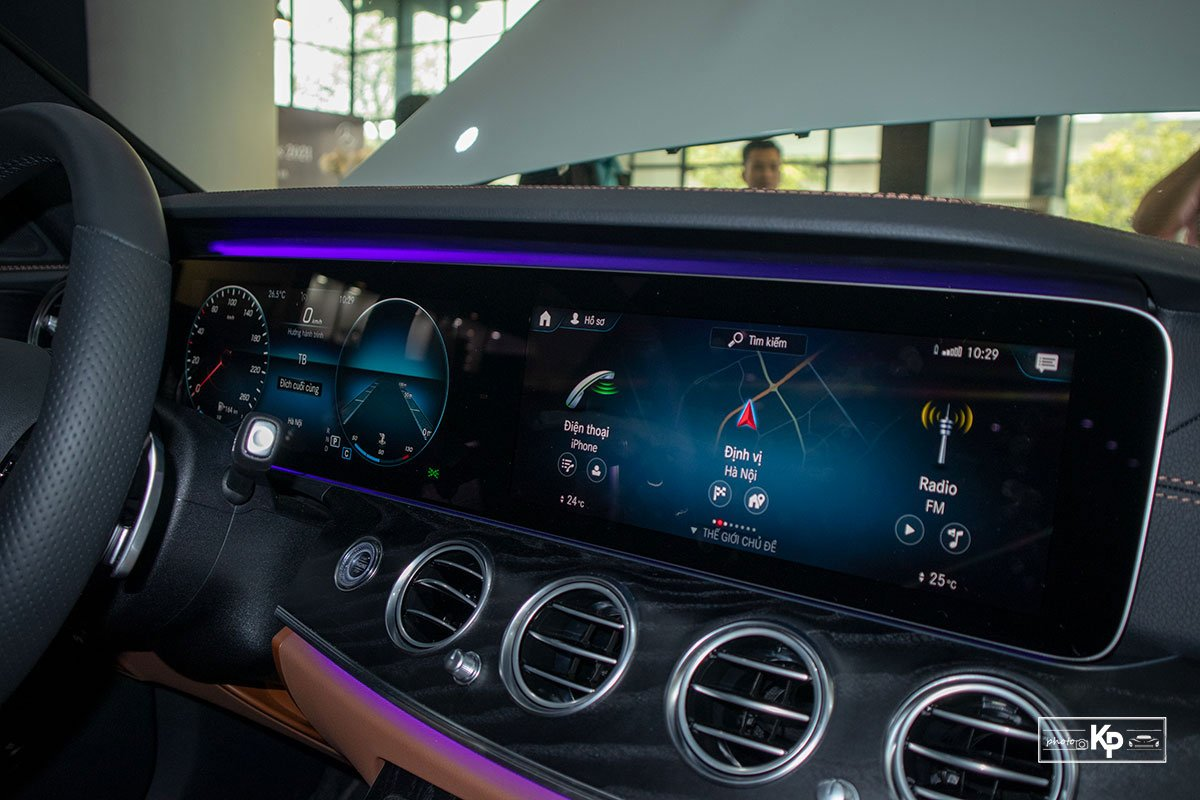 Rẻ hơn BMW 530i M-Sport 300 triệu đồng, Mercedes-Benz E300 AMG 2021 có gì hấp dẫn? a31