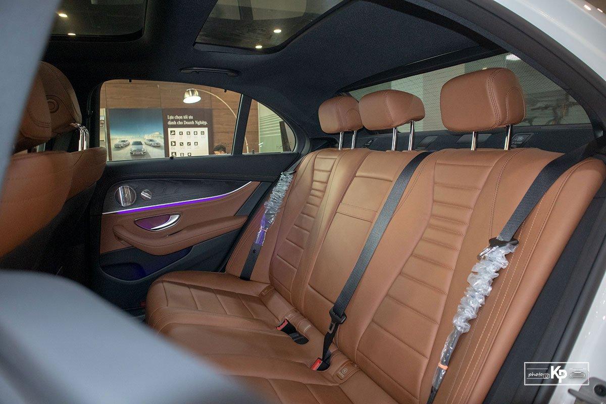 Rẻ hơn BMW 530i M-Sport 300 triệu đồng, Mercedes-Benz E300 AMG 2021 có gì hấp dẫn? a30