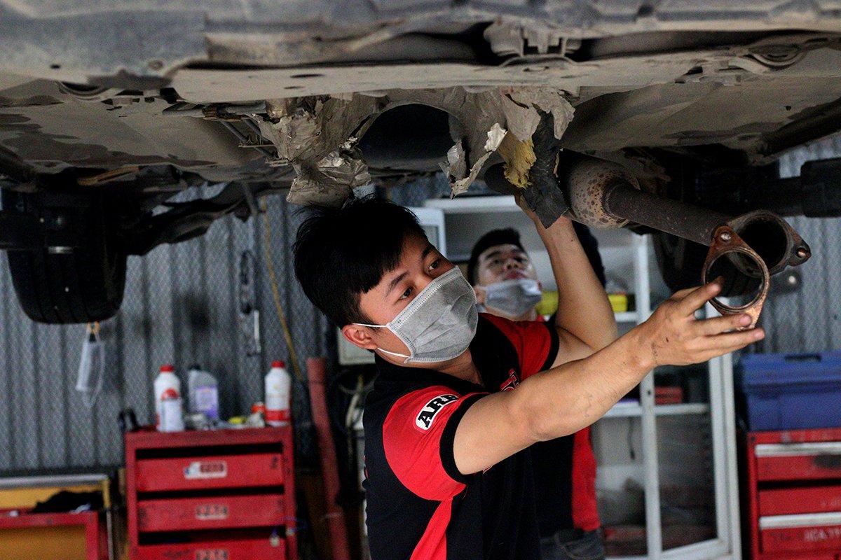 Theo chân chủ xe Mazda 3 đi sơn phủ gầm ô tô: Các lưu ý và kinh nghiệm tài xế cần biết