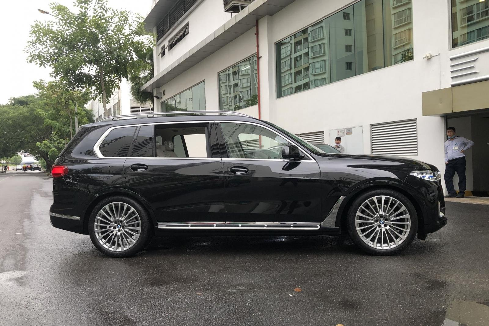 ngoại thất BMW X7 2021.