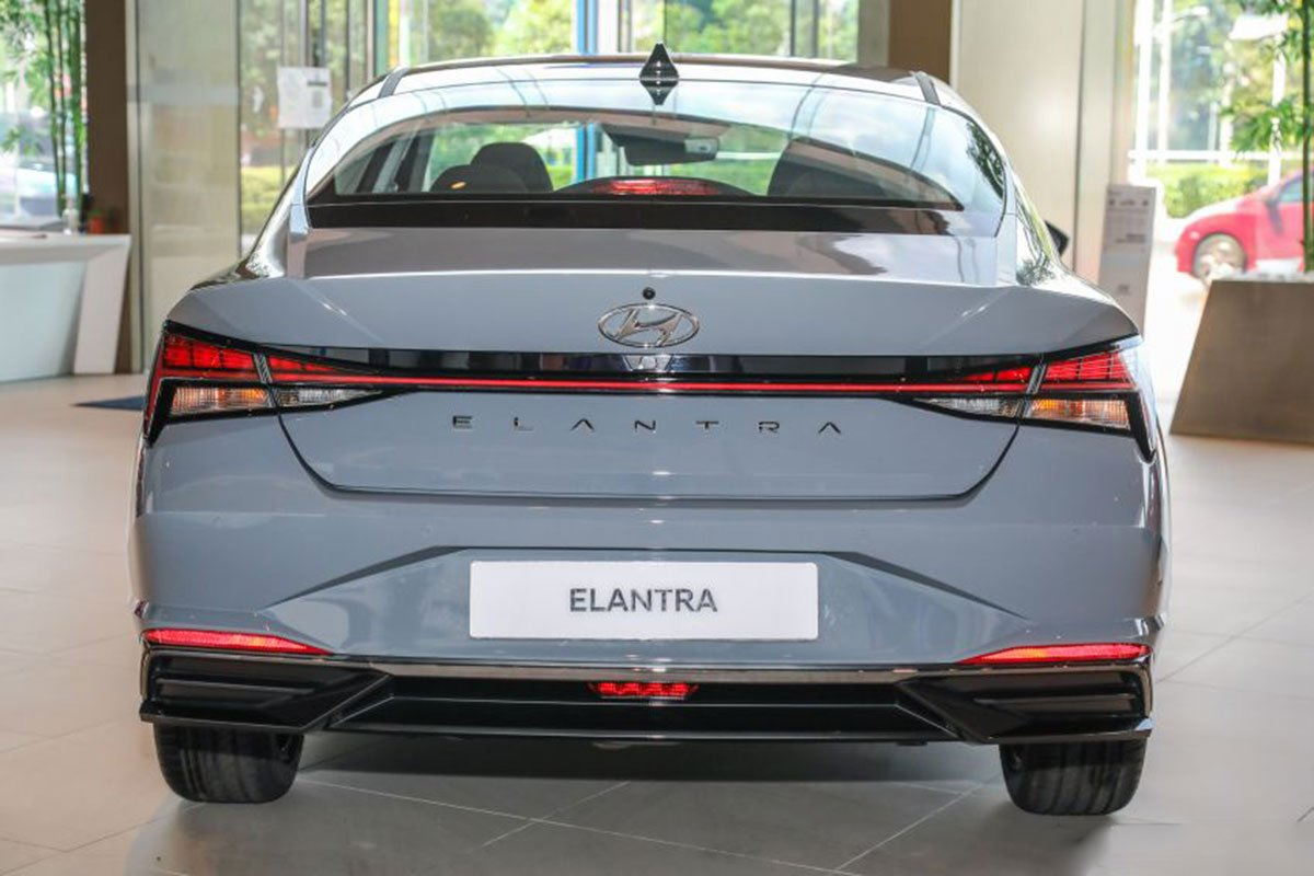 """Ngắm Hyundai Elantra 2021 """"bằng xương, bằng thịt"""" tại đại lý, đối thủ lớn của Cerato, Mazda 3 a2"""
