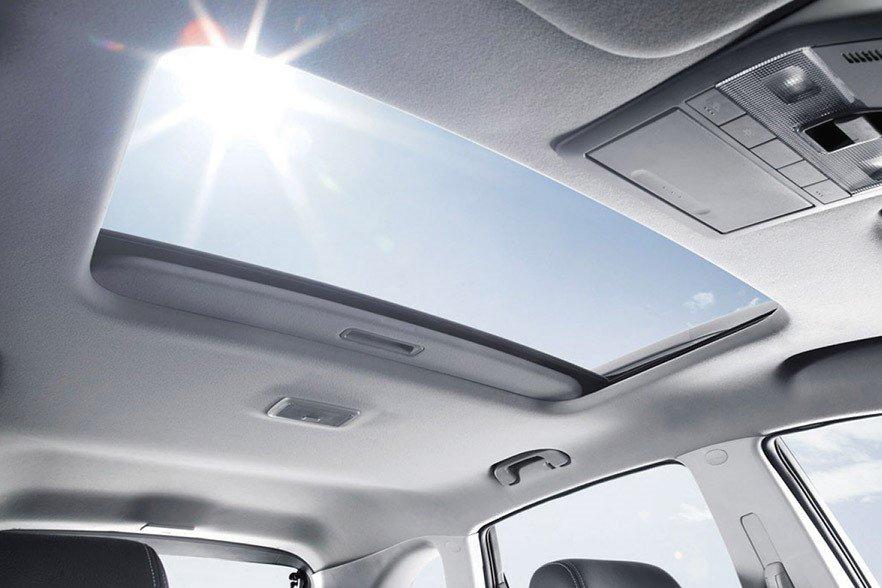 Nắng nóng mới là thử thách đối với những ai đang sử dụng ô tô có cửa sổ trời 1