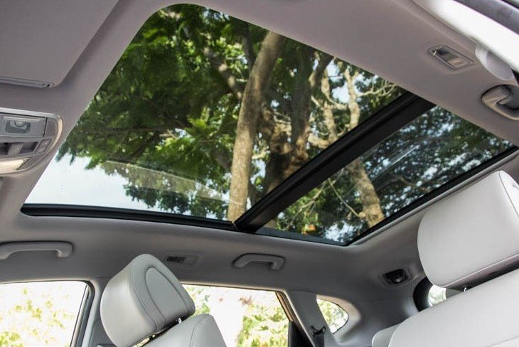 Chưa kịp tận hưởng cái sang đã đeo mang cái họa vì mê xe có cửa sổ trời