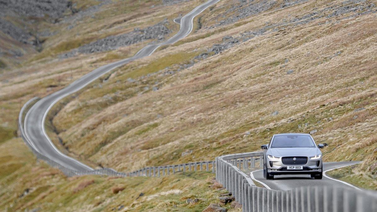 Jaguar I-PACE chinh phục quãng đường 8.848 km chỉ với một lần sạc đầy