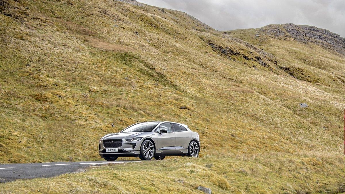 Chỉ với 15 phút sạc, chiếc xe có thể đi được 65 km.